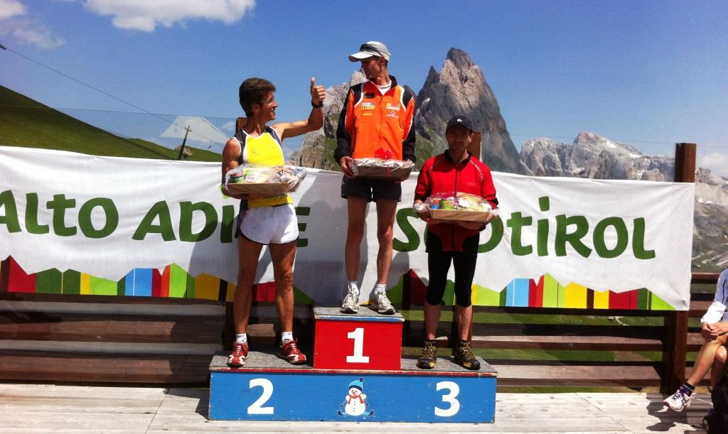 val-gardena-mountain-run-2013-siegerehrung-hermann-plaickner